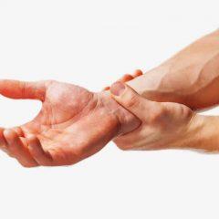 כאבים בשורש כף היד: מהם הגורמים וכיצד מטפלים בהם?