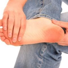 """כאבי כפות רגליים והטיפול במרפאת """"מזור לכאב"""""""